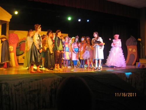 گروه تئاتر مدرسه ی راهنمایی و دبیرستان شهر